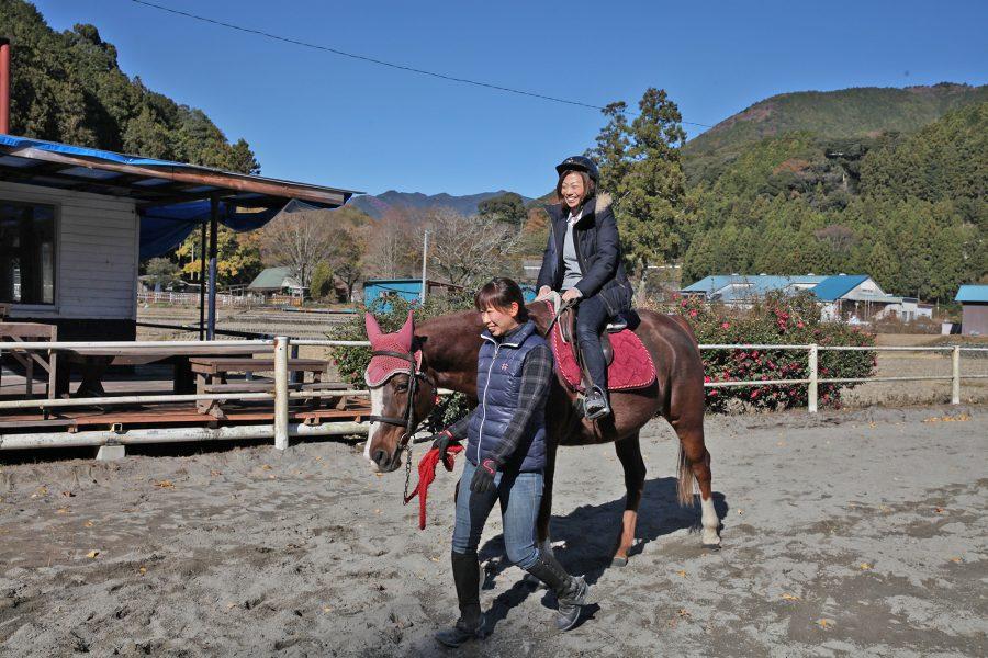 馬の優しさにほっこり。島田市で乗馬体験
