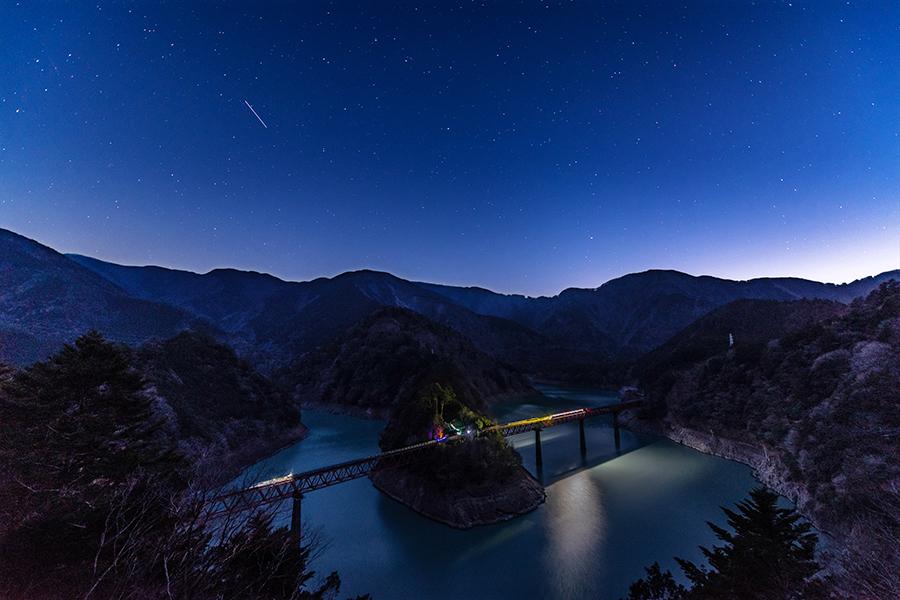 【日本で2番目に星空が綺麗に見える町・川根本町へ】星空列車に乗ってクールジャパンな秘境駅 奥大井湖上駅で星空観察